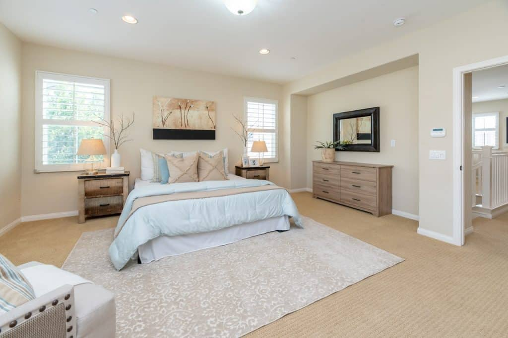 What Size Rug for Queen Bed