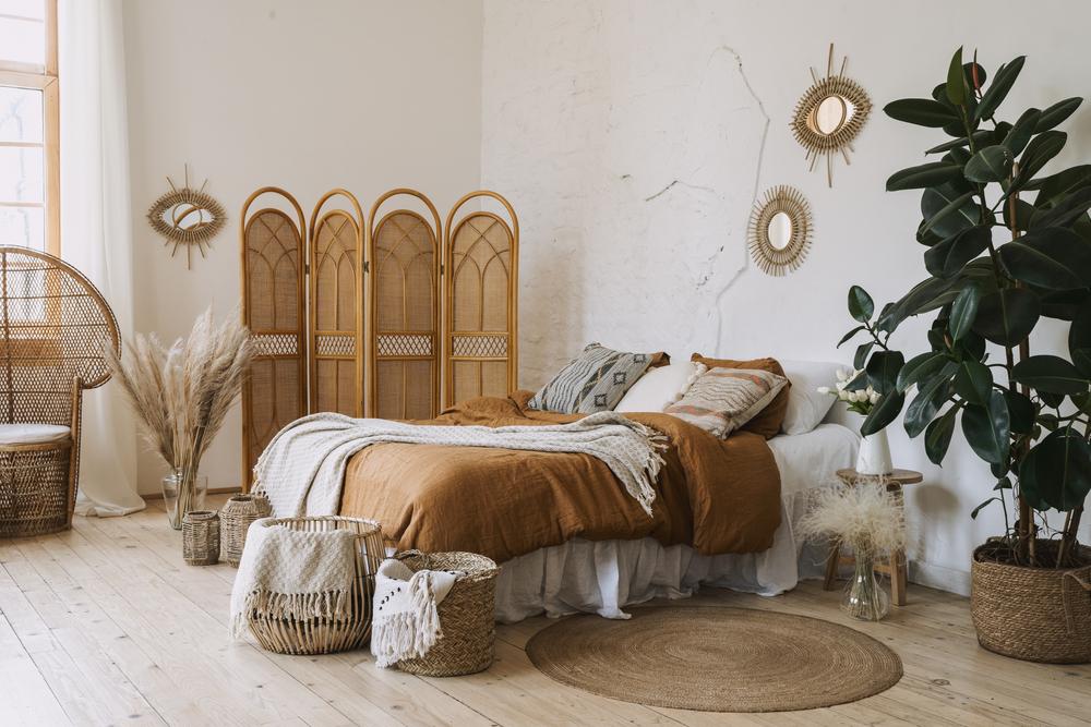 Round jute rug in bedroom