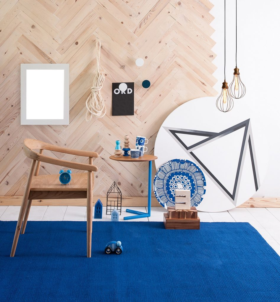 blue rug and wooden details